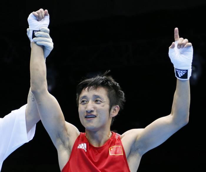 Chino Zou Shiming repite como campeón olímpico de los minimoscas