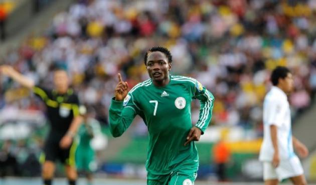 Ahmed Musa celebra el quinto gol, en la goleada de Nigeria 5-0