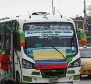 banderas de colombia en los carros de los cartageneros
