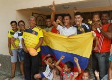 Su abuelo José Raúl Sabalza Ramos, tías y primos de Alexander Mejía apoyan en Arenal a la Selección.
