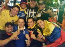 Colombianos celebrando el triunfo de la tricolor en Belo Horizone, Brasil.