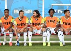 Colombia entrenó ayer con toda su plantilla y el técnico Pékerman diseña el juego ante Uruguay.