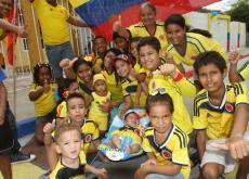 Niños y adultos se gozaron en Cartagena el triunfo de Colombia.