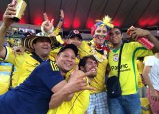 Luis José Villalobos Romero (derecha, con lentes) festeja con sus amigos el triunfo de Colombia.