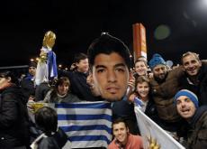 Luis Suárez fue esperado por cientos de uruguayos.