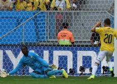 Juan Fernando Quintero anota el segundo gol que le dio el triunfo a Colombia 2-1 sobre Costa de Martfil.
