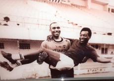 En el estadio de Santos están todas las fotos de Pelé, el más grande.