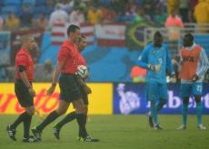Terna arbitral del partido entre México y Camerún.