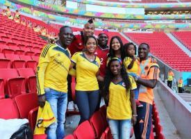 Don José Zapata (primero de izquierda a derecha) acompaña con varios familiares a su hijo Cristian en esta Copa Mundo.