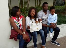 Jackson Martínez y su familia en el hotel, en el día de descanso de la Selección.