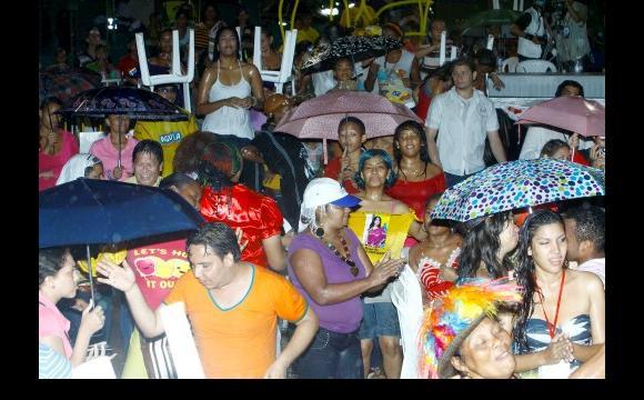 El público se divirtió a pesar de la lluvia.
