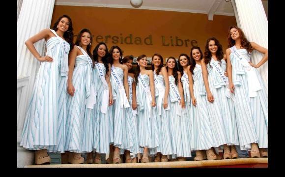 Las candidatas acudieron al Foro Angeles Somos - Reinado 2010