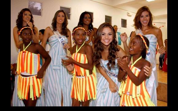 Candidatas al ritmo del Grupo de Danzas Euforinca. Reinado 2010