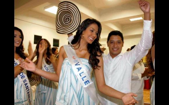 , baila animadamente, Reinado 2010
