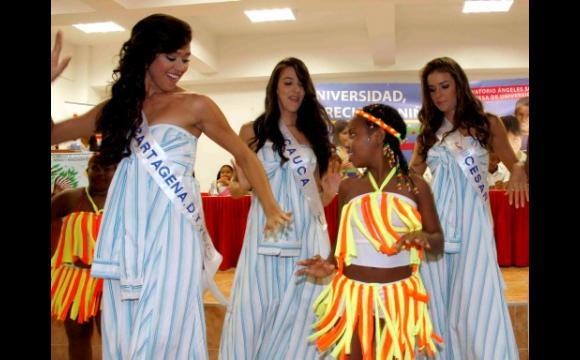 Cartagena, Cauca y Cesar, acompañan a una de las niñas del grupo de danza