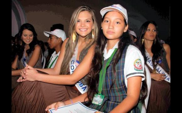 Córdoba, Marcia Jones, con Marley del Rosario Gómez Bustos, estudiante de la I.E