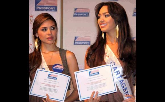 Ganadoras de beca: Tatiana Nájera, de Bolívar; y Karen Visbal, de Cartagena.