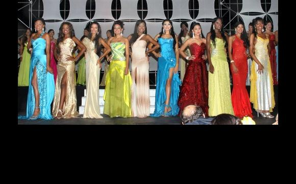 Las diez semifinalistas a la corona de la Independencia.: