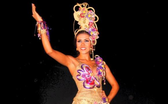 """Natalia Gallo, de Antioquia con el vestido """"Violeta de Oro"""""""