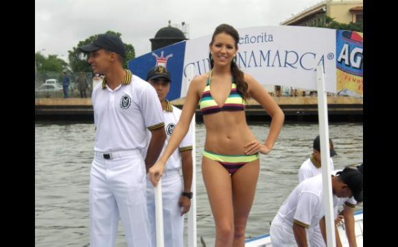 Desfile de Balleneras en la Bahía de Cartagena.