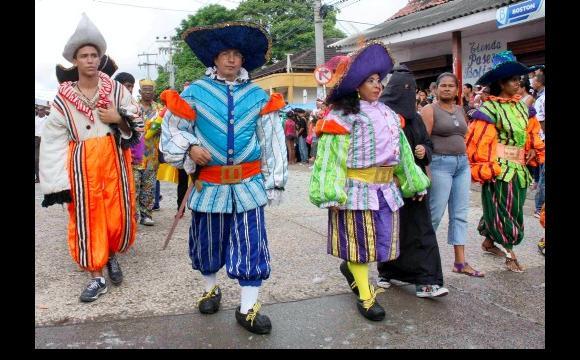 Personajes vestidos de la época, acompañaron a Pedro Romero.