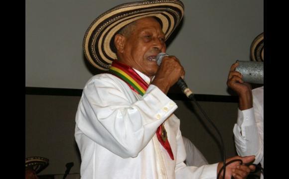 Catalino Parra, condecorado por el Concejo de Cartagena.