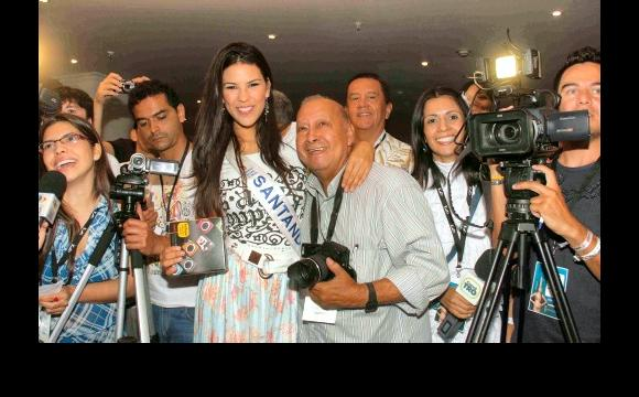 Laura Patiño, de Santander con los reporteros gráficos