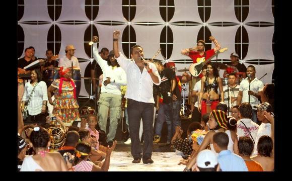 El grupo Los Heroicos, cautivó al público con su presentación musical.