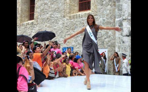 Reina de Huila en la Plaza de la Proclamación