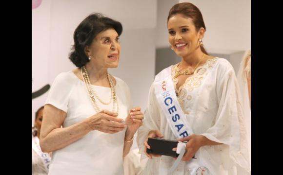 María de Chávez entrega premio a reina del Cesar