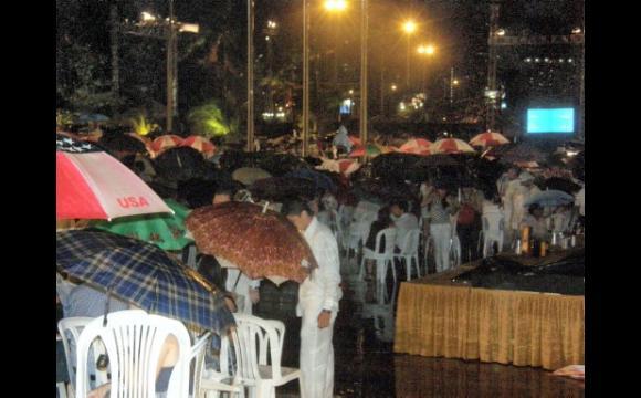 El Desfile en traje de baño y Traje Artesanal no ha podido comenzar por la lluvi