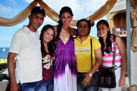 Los cuatro fans compartieron dos días con Taliana Vargas. LUISA SANTIAGA - EL UN