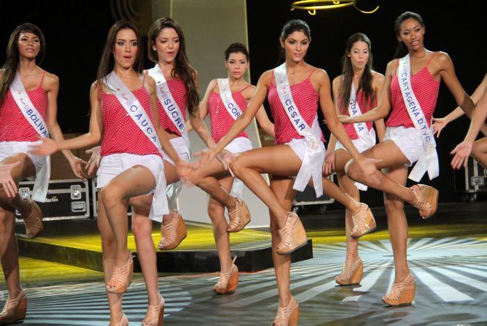 Ensayo de la ceremonia de elección de la Señorita Colombia