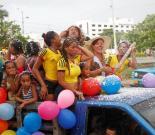 Los residentes de Ceballos celebraron las Fiestas de la Independencia a su manera. Recorrieron las calles del barrio con un cargamento de alegría.