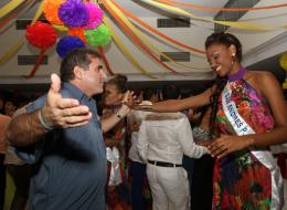 Roberto Saer con  la Señorita San Andrés, Zuleika Suárez.