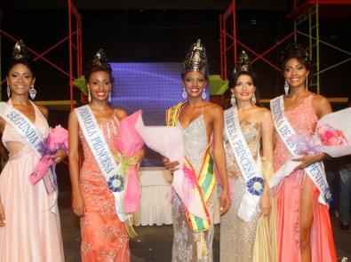 Las cinco finalistas del Reinado de Independencia.