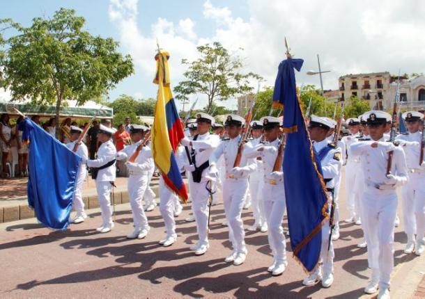 Un desfile militar engalanó el Centro Histórico de Cartagena en el Día de la Independencia.