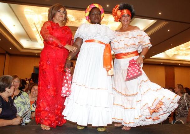 REINA MADRE 2013 Las tres finalistas: las de madres de Tolima, Chocó y Cartagena.