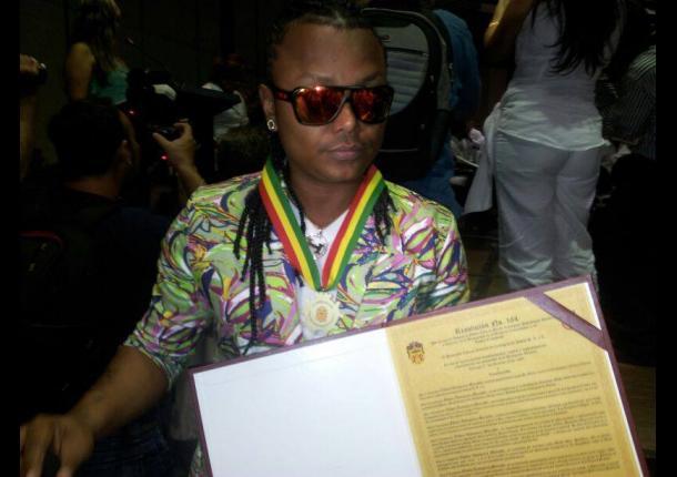 Mr. Black recibió una condecoración por parte del Concejo de Cartagena.