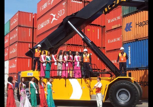 Las beldades en el Puerto de Cartagena.