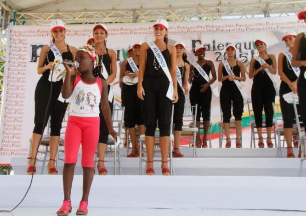 Las reinas durante la visita que realizaron el martes a Palenque.