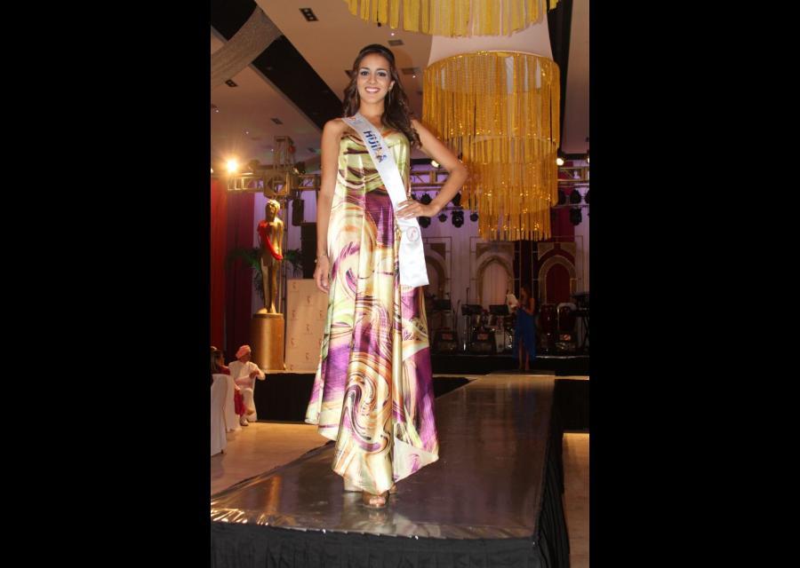 Baile en el Club Cartagena con candidatas a Señorita Colombia.
