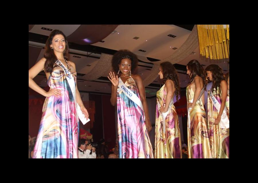 Candidatas a Señorita Colombia en baile del Club Cartagena.