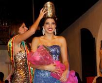 Gabriela Puente Sojo recibió la corona de manos de Juliana Dahl.