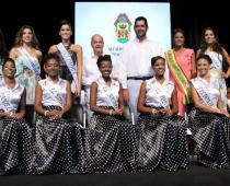 Las más bellas de Colombia y Cartagena recibieron las Llaves de Cartagena, de manos de Dionisio Vélez Trujillo, Alcalde Mayor,