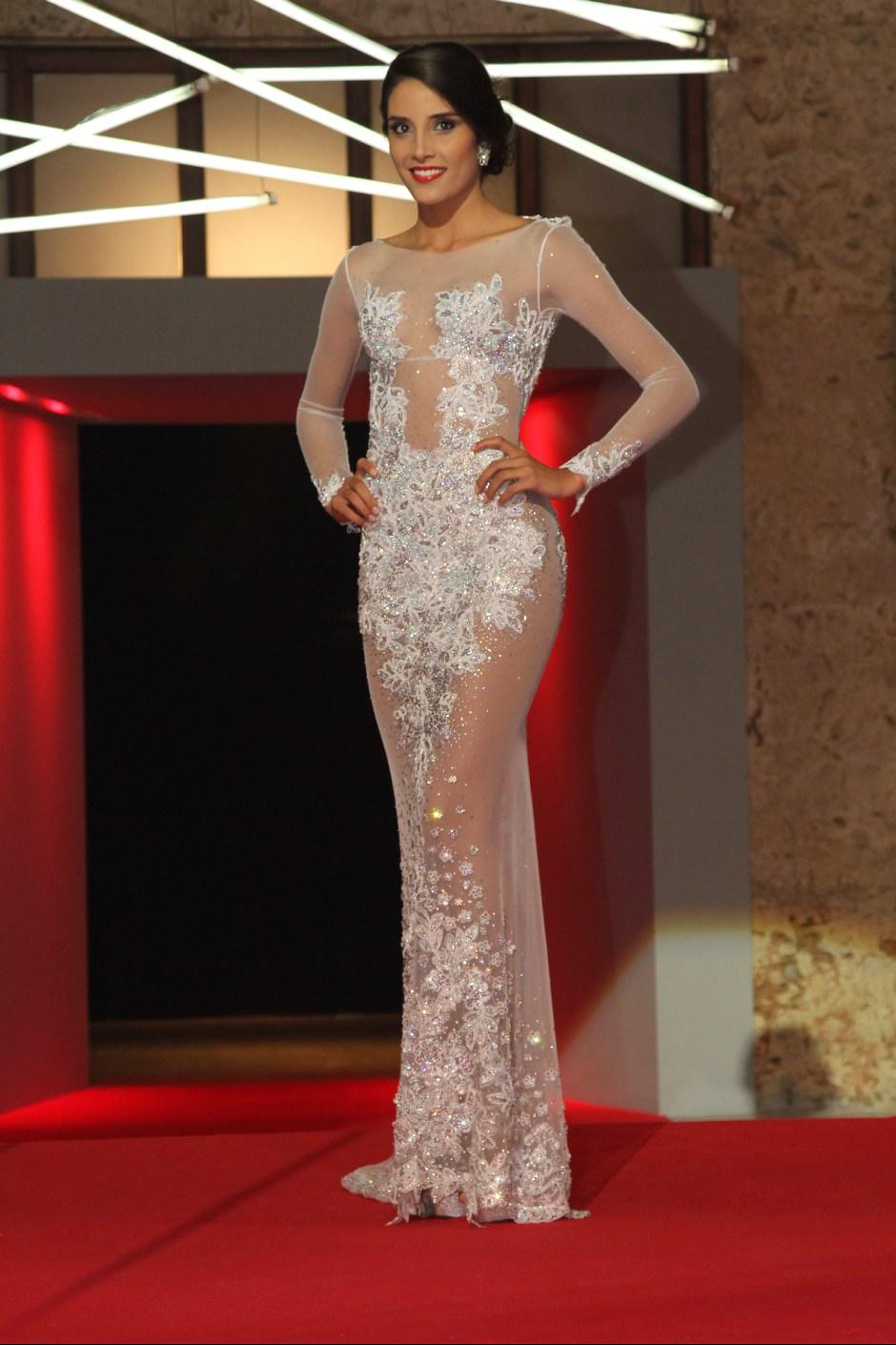 0ba33170980a Las reinas se mostraron ante Colombia con sus trajes de gala ...