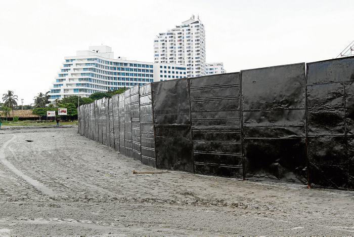 Trajes De Baño Nuevo Mundo:Instalación de estructura para desfile de traje de baño de las