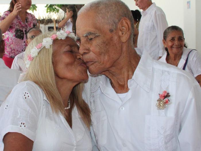 Matrimonio Catolico Votos : Cien parejas renovaron sus votos de amor para celebrar las bodas de