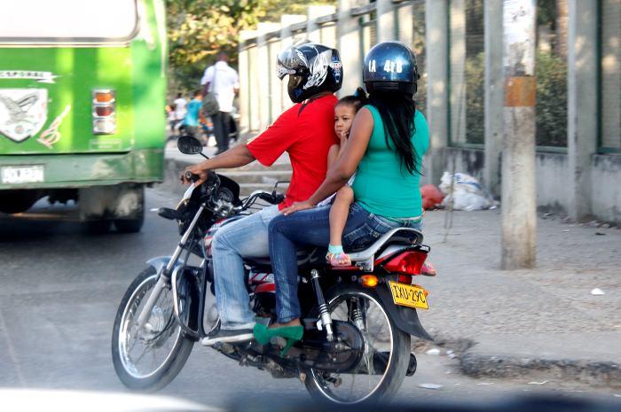 Resultado de imagen para hombre con nino en motocicleta