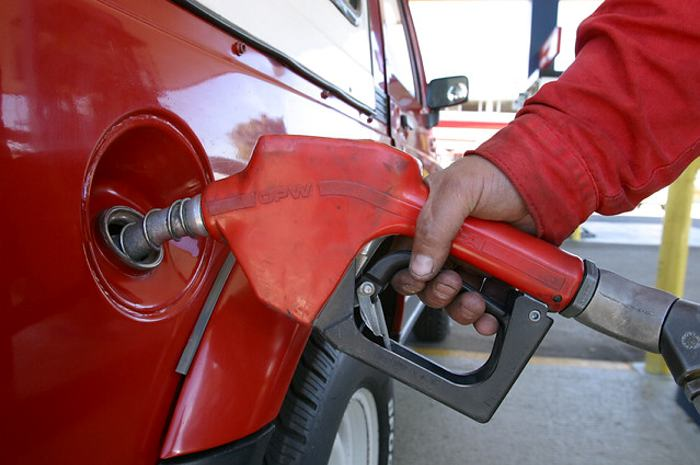 Combustibles variarán de precio a partir del próximo mes